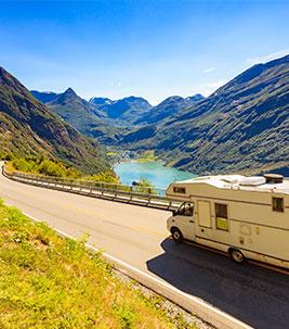 Camper_Travel_ anetlanda-AdobeStock