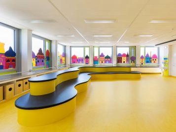 Eichenwaldschule in Neusäß mit gelbem Linoleum