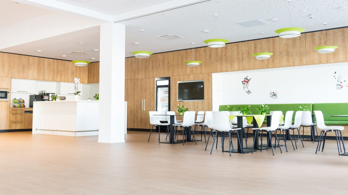 Franke Foodservice Systems Bad Säckingen Cafeteria - Forbo Allura Flex Wood