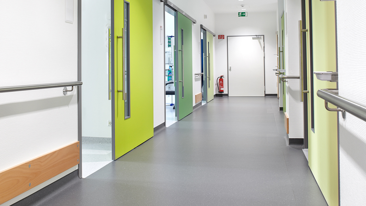 Marienkrankenhaus Soest Spitalflur – Forbo Marmoleum Concrete