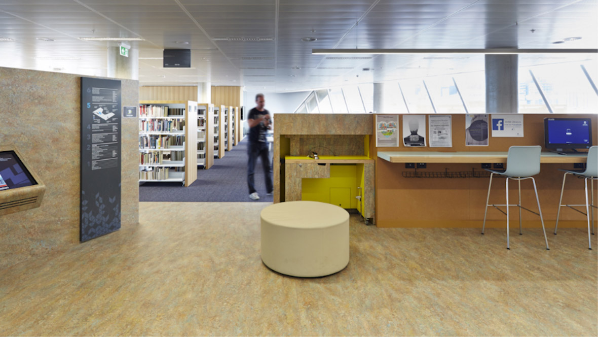 Jeffrey Smart Building UNI SA