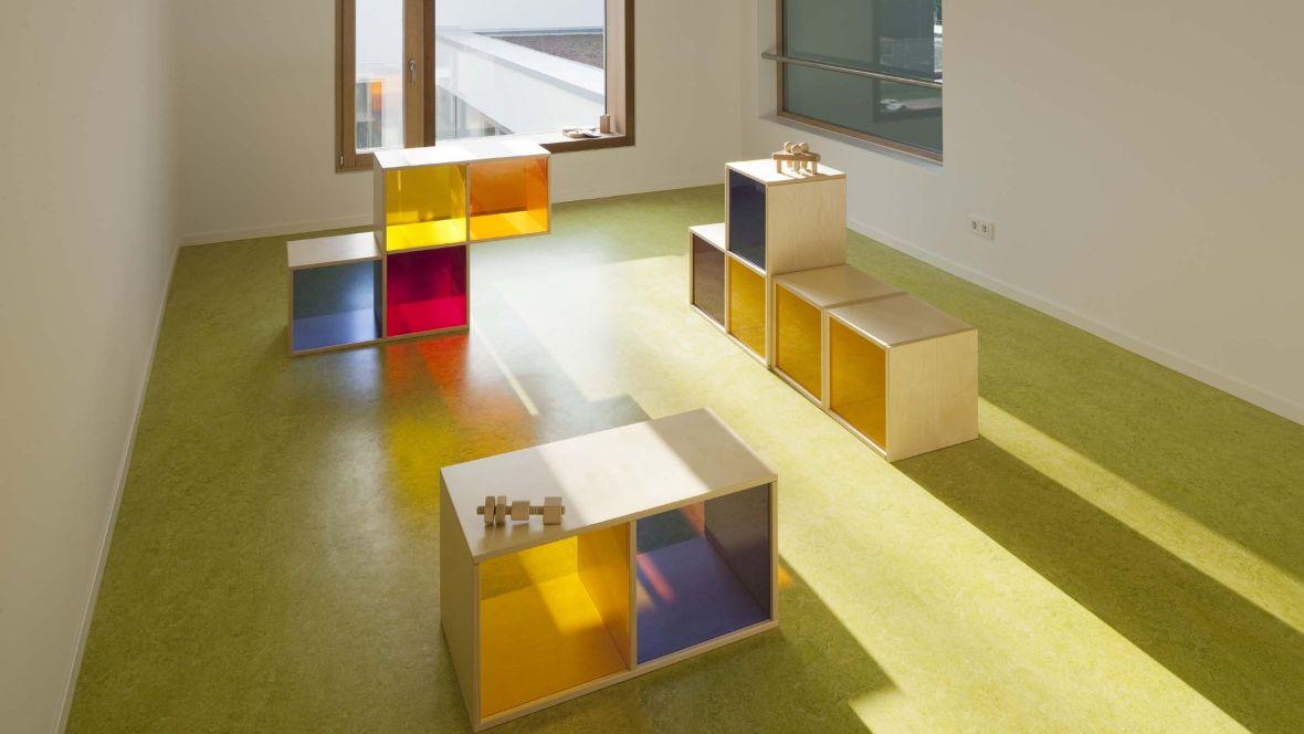 Kinderkrippe Darmstadt Kindermöbel aus Holz - Forbo Marmoleum Decibel