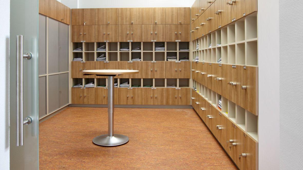 Maria-Lenssen-Berufskolleg Mönchengladbach Postfachraum – Forbo Marmoleum
