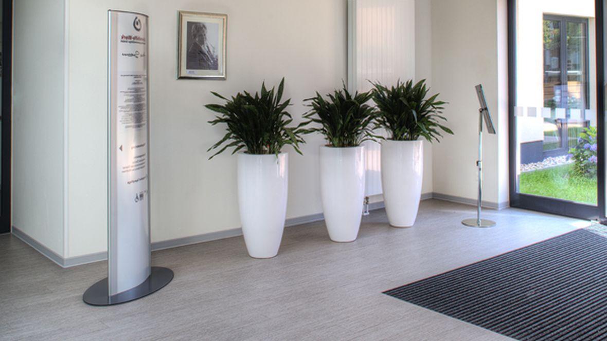 Lebenshilfe Magdeburg Eingangsbereich mit Sauberlauf – Forbo Coral Duo