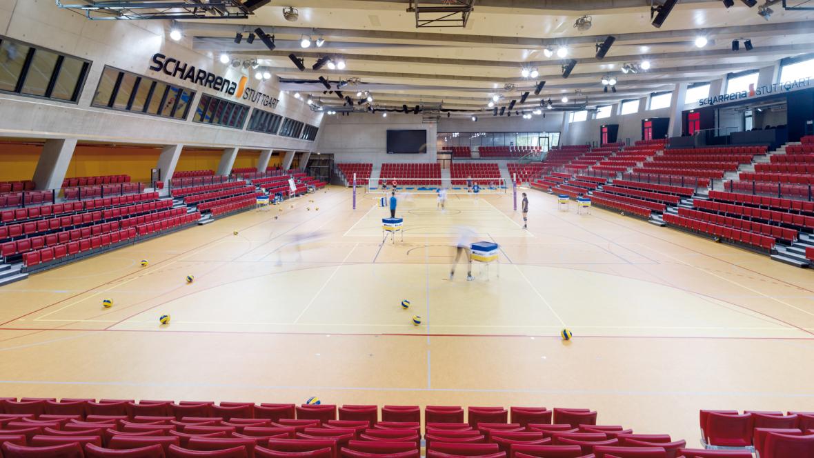 SCHARRena Stuttgart Spieler beim Volleyball-Training - Forbo Marmoleum Sport