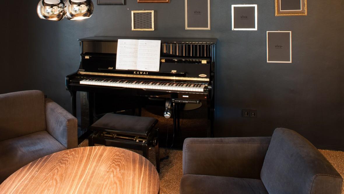 Reisebüro Viva Bobingen Klavier – Forbo Bulletin Board
