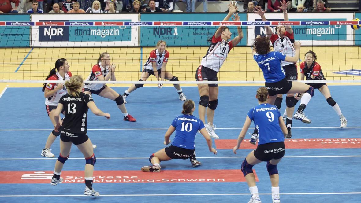 Sporthalle Lamprechtsgrund Schwerin Volleyballspieler – Forbo Marmoleum Sport
