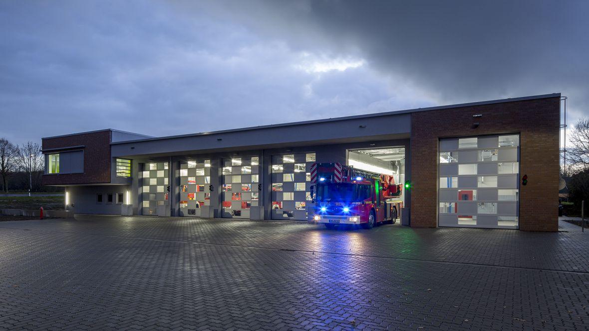 Feuerwehrhaus und Rettungswache Frimmersdorf-Neurath Außenansicht Feuerwache– Forbo Surestep Original