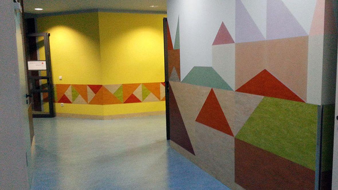 Krankenhaus St. Elisabeth & St. Barbara Bunte Wandverkleidung – Forbo Marmoleum