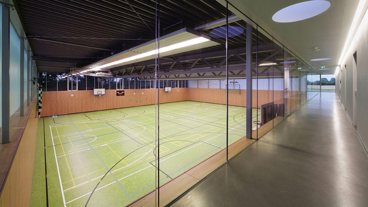Zweifachsporthalle Ubbedissen Blick in Sporthalle - Forbo Marmoleum Sport