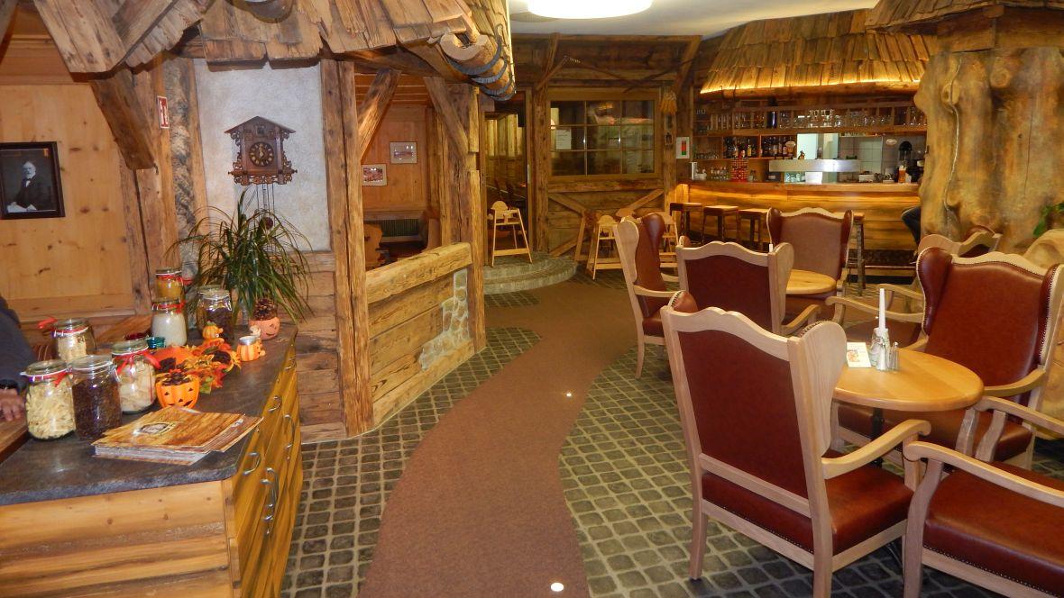 Feldberger Hof Restaurantbereich – Forbo Coral