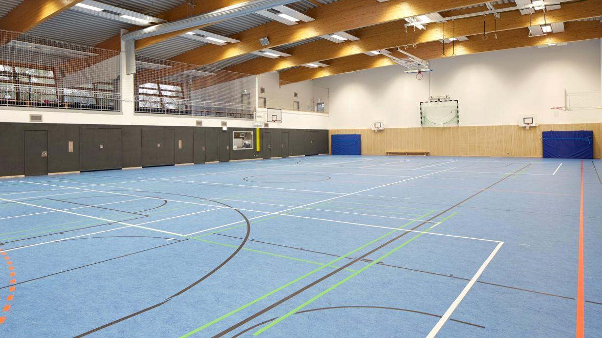 Störtebekerhalle Hamburg-Falkenberg Sporthalle mit blauem Boden – Marmoleum Sport