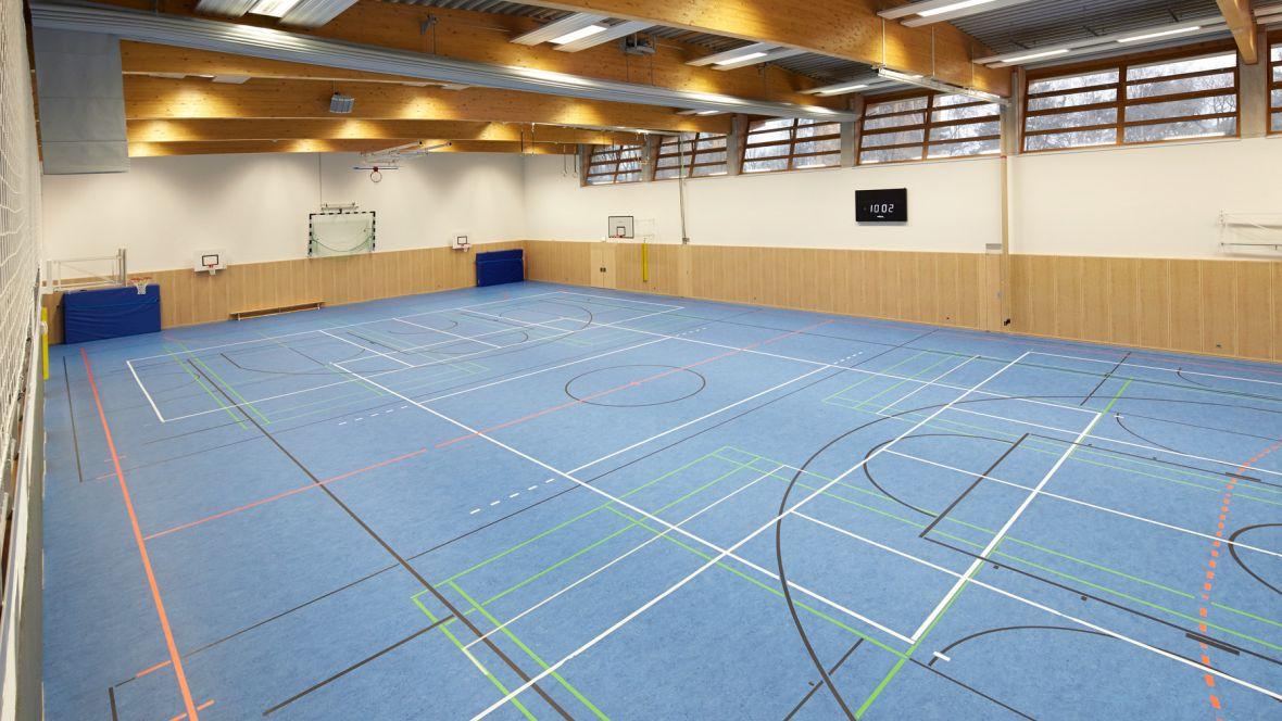 Störtebekerhalle Hamburg-Falkenberg Hallenboden mit Markierungen – Marmoleum Sport