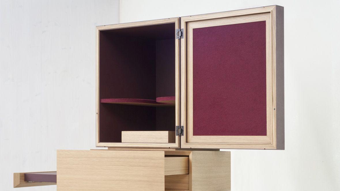 Meisterstück Weinsäule Meisterschule Garmisch-Partenkirchen Mit Linoleum veredelte Weinsäule – Forbo Furniture Linoleum