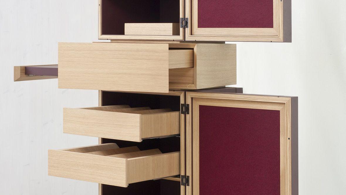 Meisterstück Weinsäule Meisterschule Garmisch-Partenkirchen Aufgezogene Schubladen eines Weinregals – Forbo Furniture Linoleum