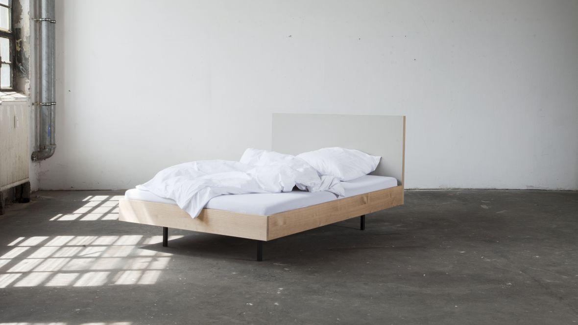 "Bett ""Unidorm"" Bartmann Berlin Bett aus Holz auf Betonboden - Forbo Furniture Linoleum"