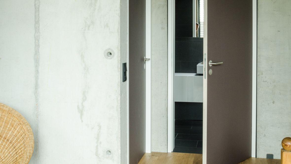 Türenprogramm Möbeltischlerei Marko Wust Geöffnete Tür – Forbo Furniture Linoleum