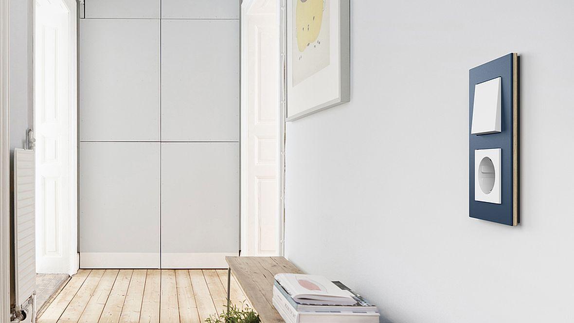 """Gira Schalterserie """"Esprit"""" Steckdose und Lichtschalter an der Wand – Furniture Linoleum"""