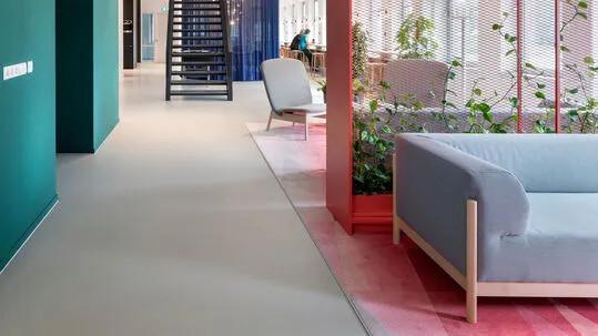 Elastic and hard liquid floors