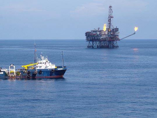 Oljerigg tar upp råolja