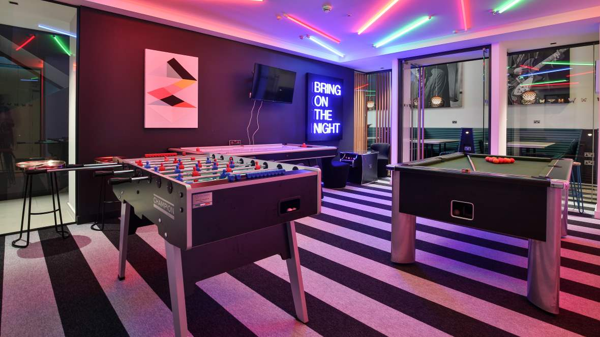 iQ Student Accommodation Games Room Tessera Layout Planks 2112PL frosting + 2100PL mono