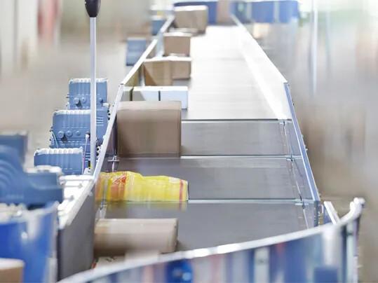 Spurtreu und wirtschaftlich – Neue elastische Bänder für fahrerlose Transportsysteme auf dem Markt