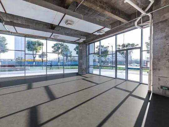 Revêtement de sol PVC compact non collé pour supports humides | Forbo Flooring Systems