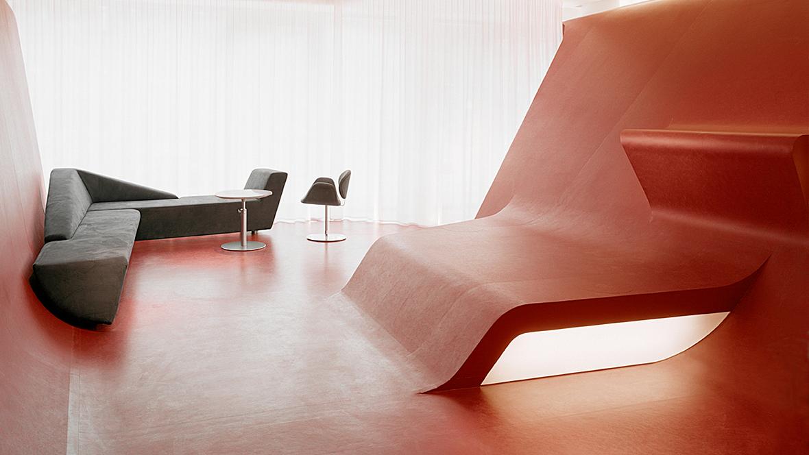 Hotel Q Berlin Übergang Boden in Wandverkleidung – Forbo Marmoleum Real