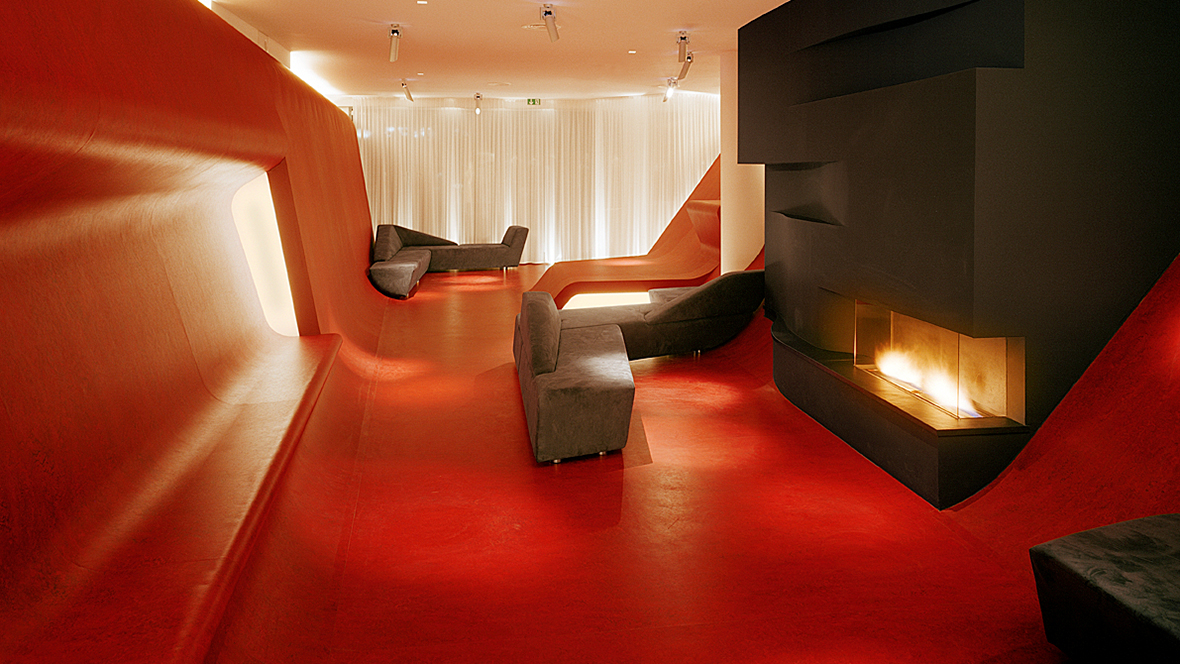 Hotel Q Berlin Lounge mit Kaminfeuer – Forbo Marmoleum Real