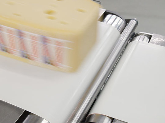 Cheese production with Forbo profile conveyor belt.