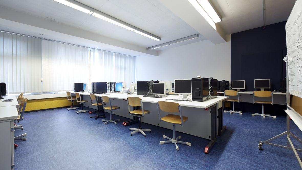 Gesamtschule Brühl - Europaschule Brühl Computerraum – Forbo Linoleum Modular