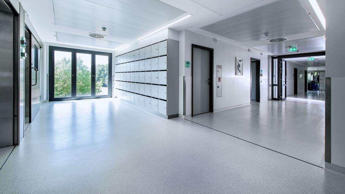 Herzzentrum Bad Krozingen Freiburg Nahaufnahme Boden im Spitalflur – Forbo Colorex