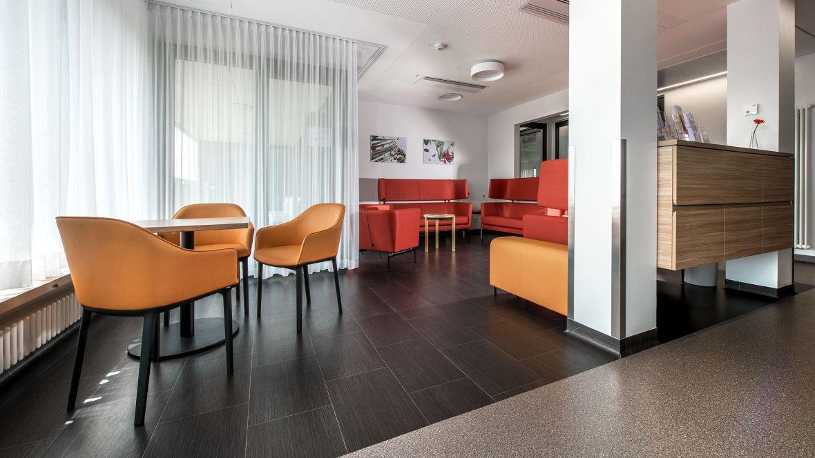 Herzzentrum Bad Krozingen Freiburg Sitzecke im Krankenhaus– Forbo Novilux Design Graphic