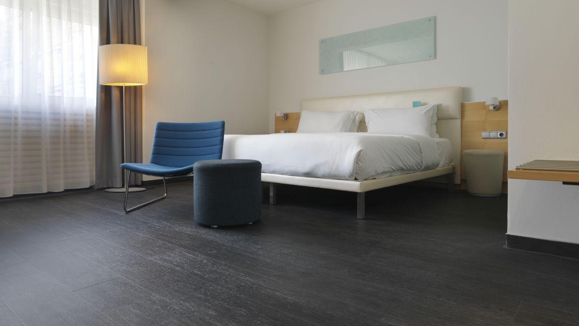 Hotel Le Meridien Frankfurt Holzboden im Hotelzimmer - Forbo Allura Flex Wood