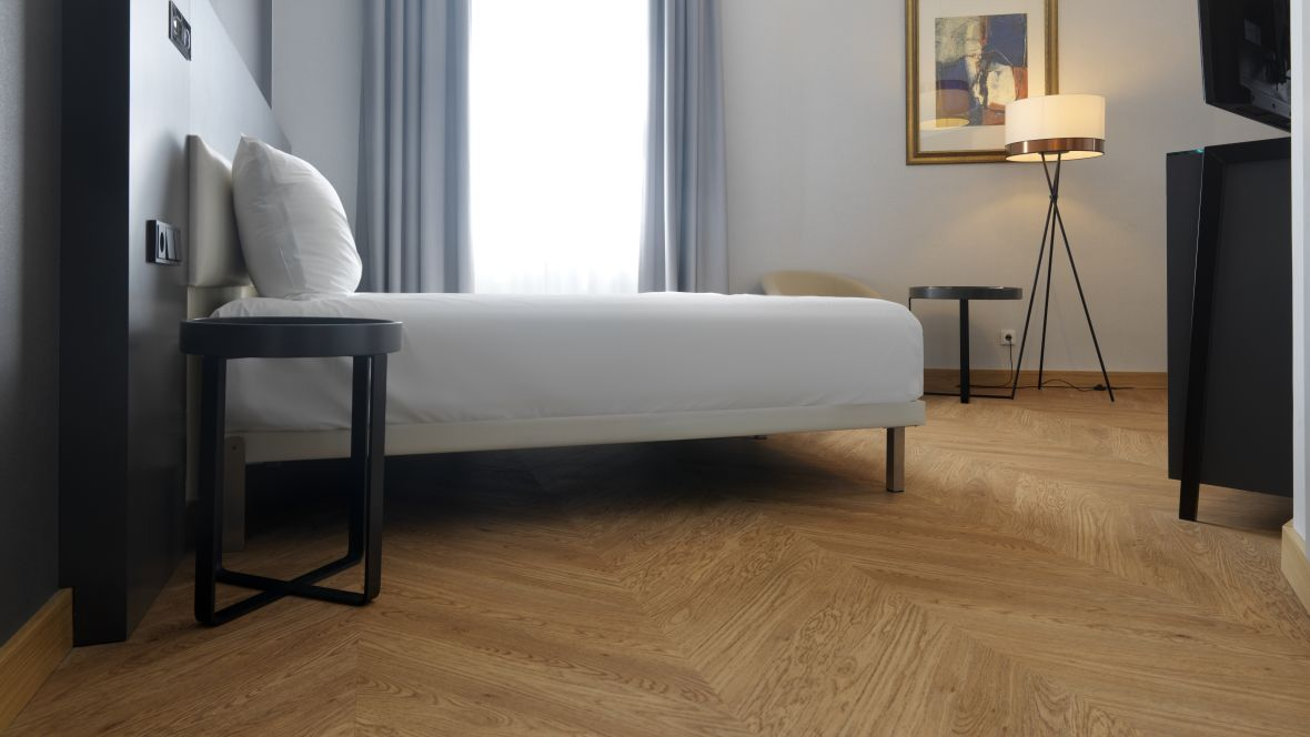 Hotel Le Meridien Frankfurt Hotelbett - Forbo Allura Flex Wood
