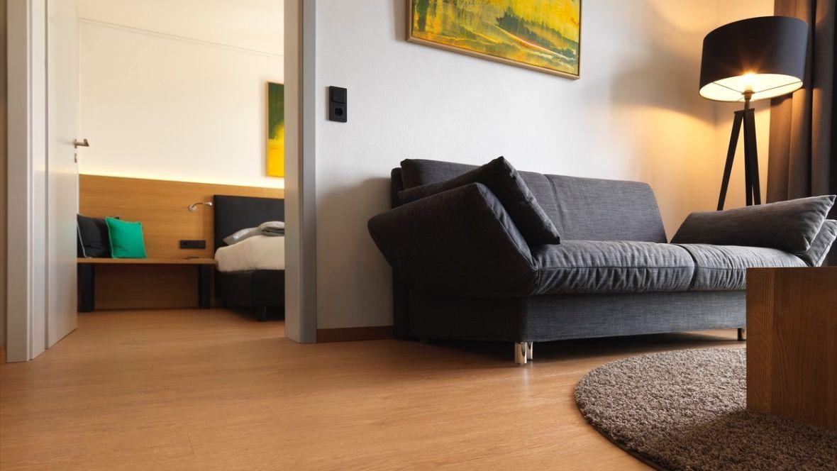 Hotel Motel Inn Simbach Hotelboden in Holzoptik – Forbo Allura Wood