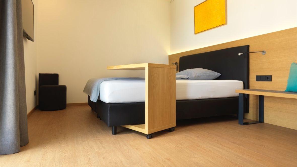Hotel Motel Inn Simbach Hotelbett – Forbo Allura Wood