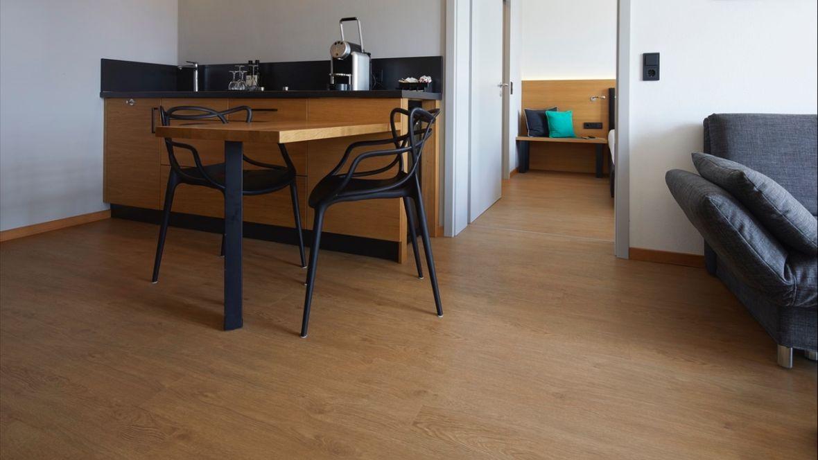 Hotel Motel Inn Simbach Sitzgruppe – Forbo Allura Wood
