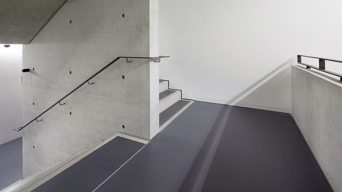 Bauhaus Museum Weimar Treppenabsatz - Forbo Marmoleum Walton