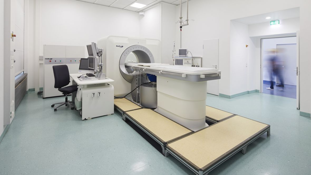 Radiologie Uniklinik Frankfurt MRT-Gerät – Forbo Colorex EC