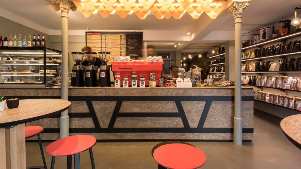 Rösttrommel Café Erlangen Barista-Tresen – Forbo Marmoleum Vivace