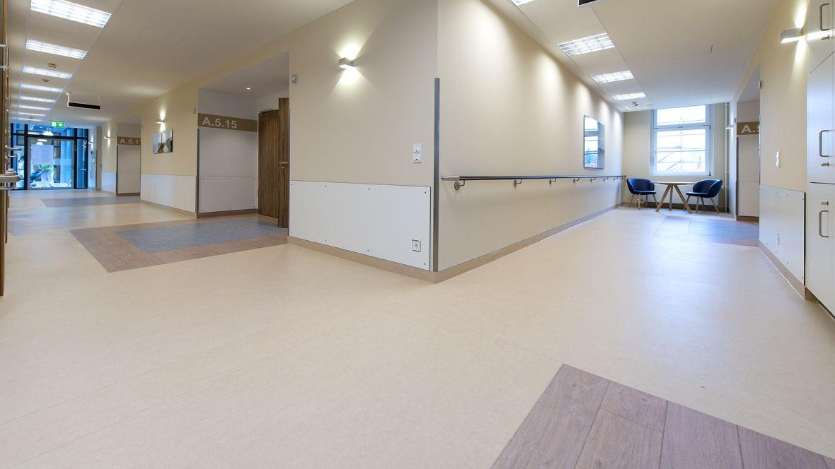 Forbo_St.Bernward-Krankenhaus_Hildesheim_Fotograf_Ralf-Mohr_Hannover_1180x664_(005).jpg