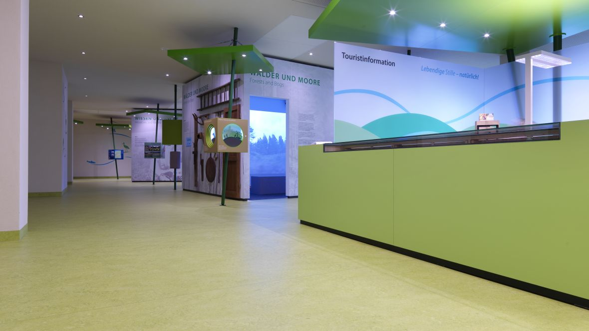 UNESCO-Biosphärenreservat Thüringer Wald Empfangstresen und Exponate – Forbo Marmoleum Real