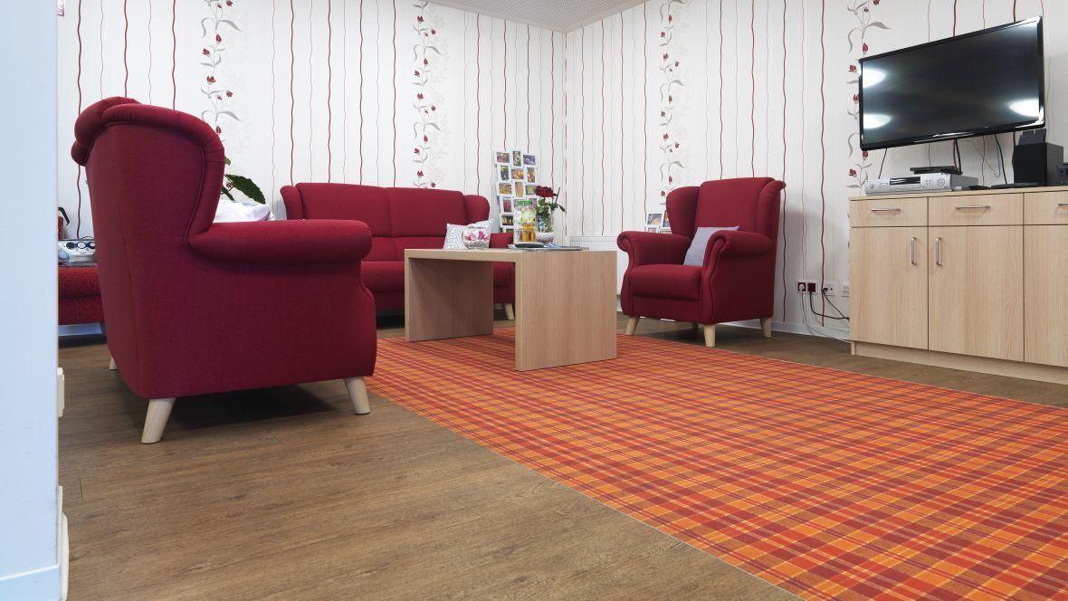 Ferdinand-Heye-Haus Düsseldorf Fernsehraum mit roten Sesseln - Forbo