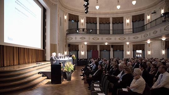 Podium an der Forbo Generalversammlung.
