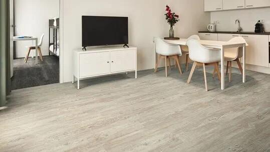 Revêtement de sol LVT recouvrir sol en bois | Forbo Flooring Systems