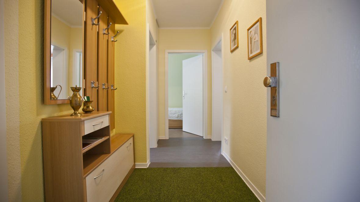 Wohnungsgenossenschaft WG Riesa Eingang mit Sauberlaufzone – Forbo Coral Bright