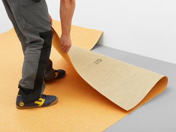 Linoleum Bahnen ausrollen