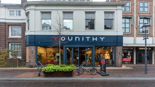 Younithy hangout store