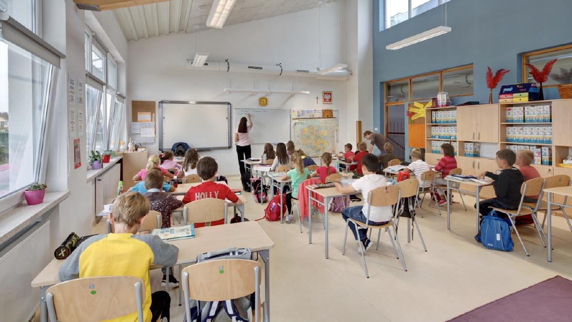 Wykladzina Marmoleum - Szkoła Podstawowa w Książenicach, Polska - 1180x664Marmoleum_13